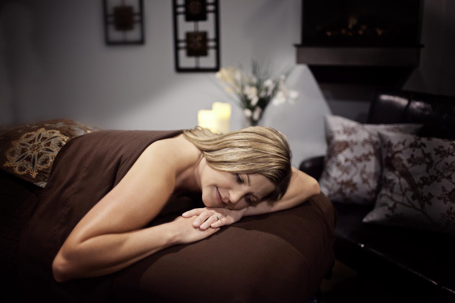 žena, posteľ, masáž