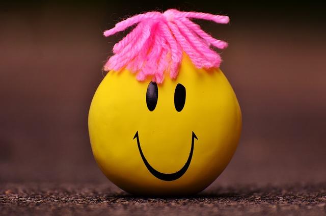 žlutý míček