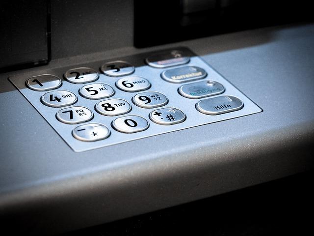 klávesnice bankomatu