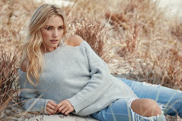 modelka ve svetru