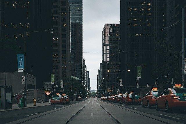 ulica s taxíkmi.jpg