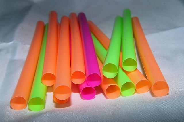 plastové slamky